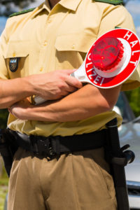 Wenn Sie das zulässige Gesamtgewicht des LKW überschreiten, kann die Polizei ein Bußgeld verhängen.