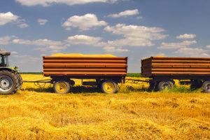 Bisher dürfen nur in der Landwirtschaft zwei Anhänger an ein Zugfahrzeug gekoppelt werden.